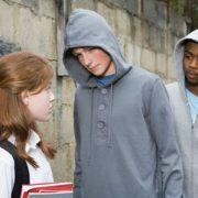 بررسی آزار جنسی در میان دختران نوجوان
